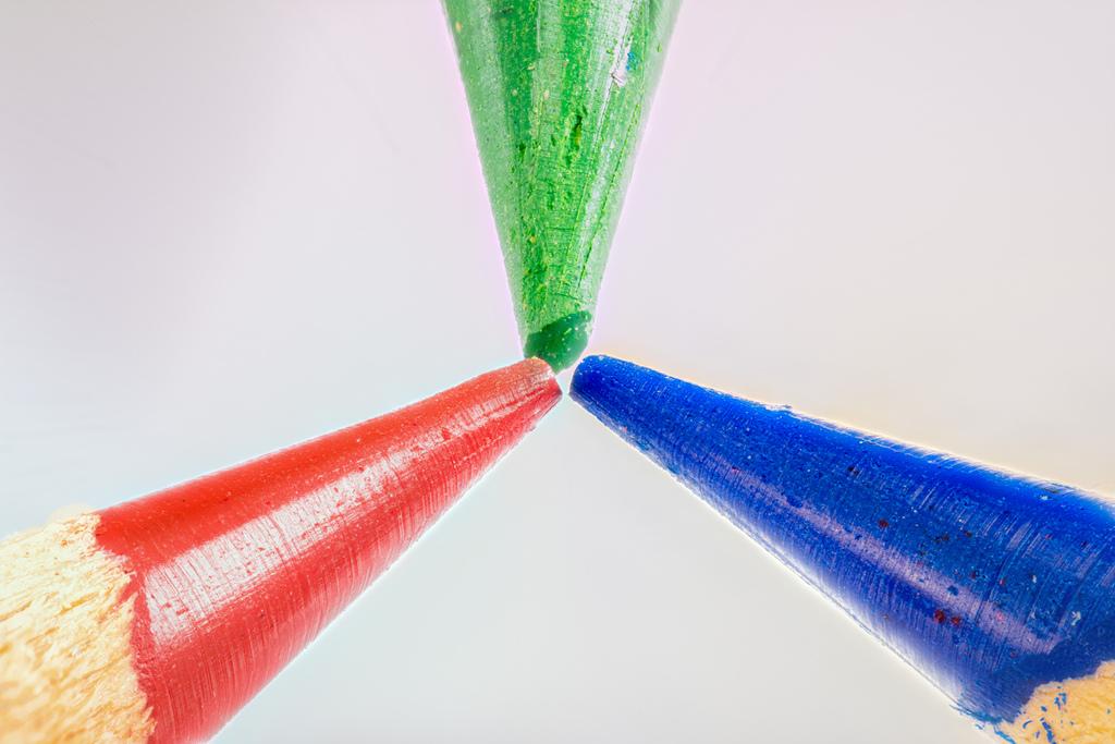 三色色鉛筆